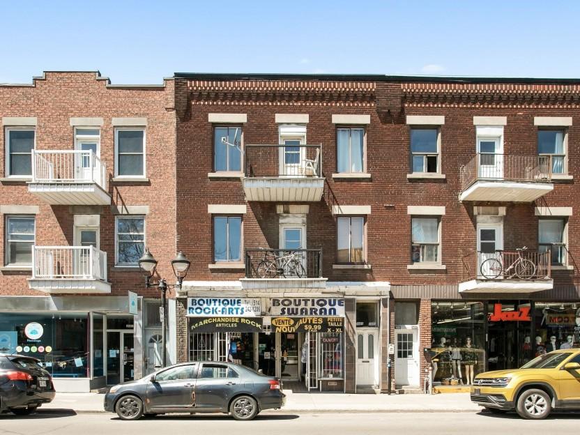 3687-3691 Rue Ontario E. Photo 1
