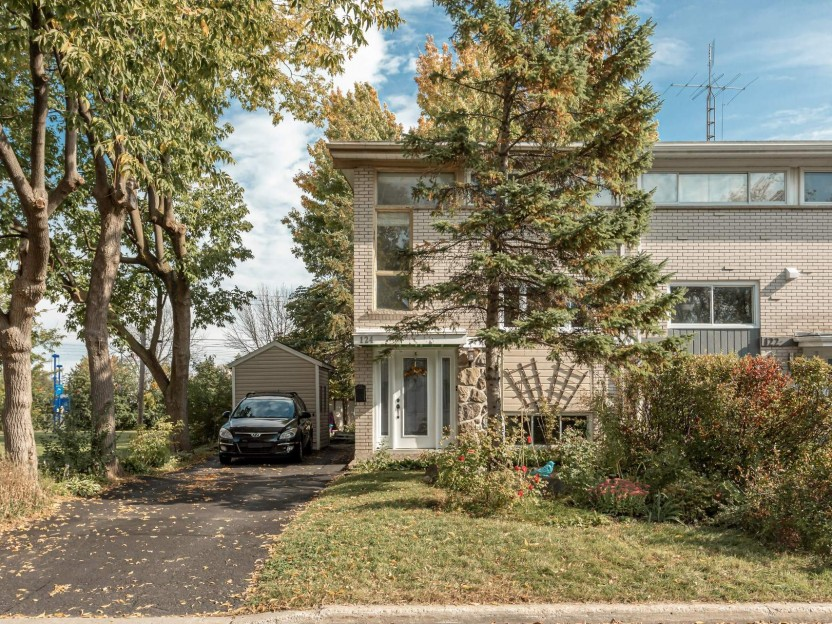 124 Av. Jean-Brillant Photo 1