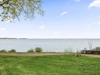 121 Ch. du Bord-du-Lac-Lakeshore Photo 1